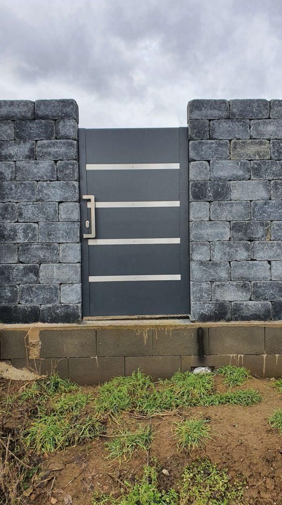 Samonosná vstupná brána a bráničky