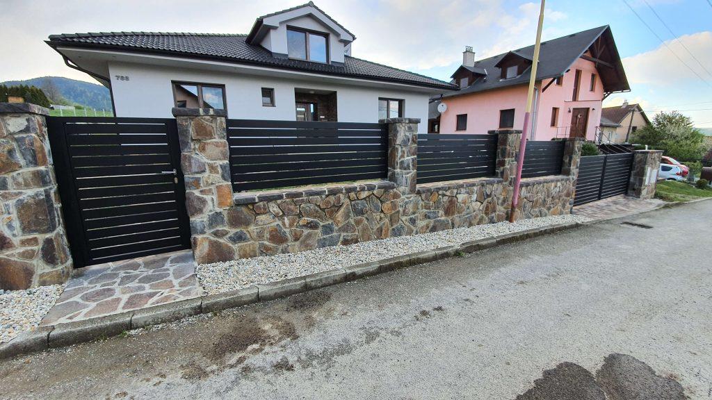 Posuvná a dvojkrídlová brána, bránička, plotové dielce a zábradlie