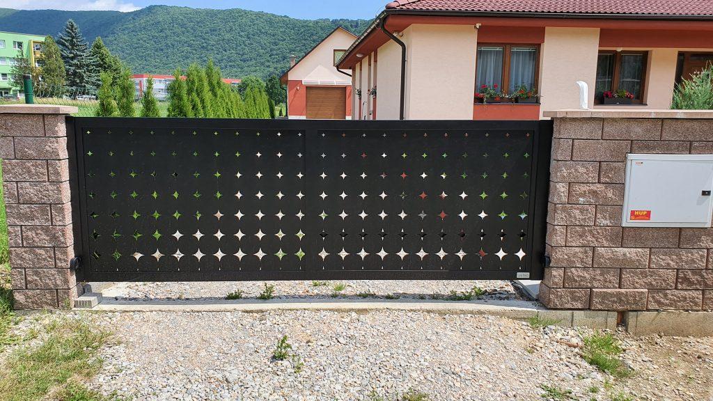 Posuvná a jednokrídlová brána, bránička, plotové dielce