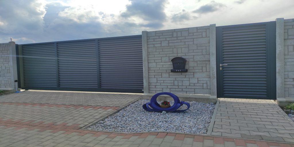 Automatizovaná posuvná brána s bráčnikou